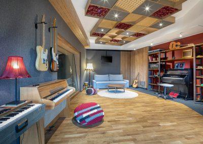 tall-pine-studio-liveroom-b